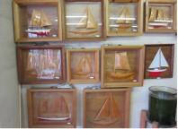 壁掛け用木彫り帆船